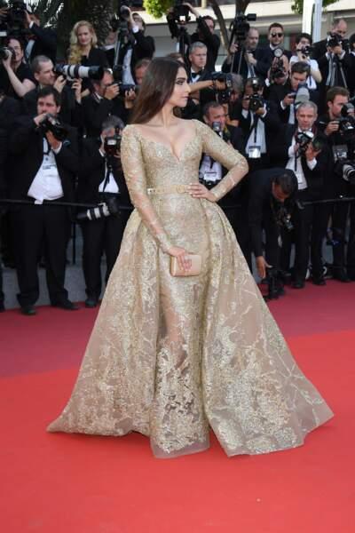 Sonam Kapoor, robe Elie Saab, bijoux Chopard