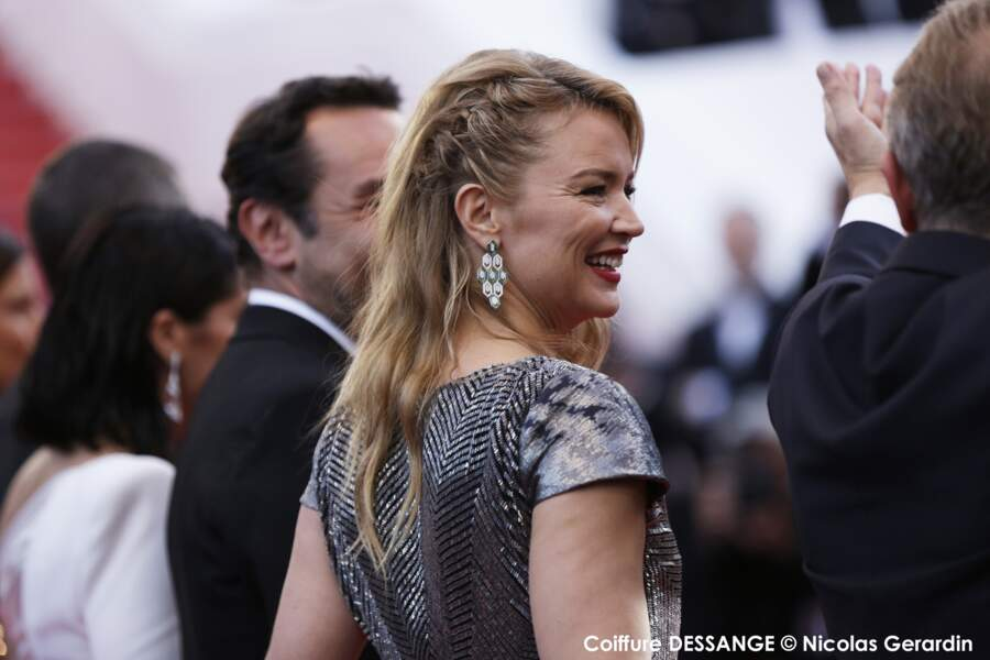 Une tresse africaine en side hair pour Virginie Efira