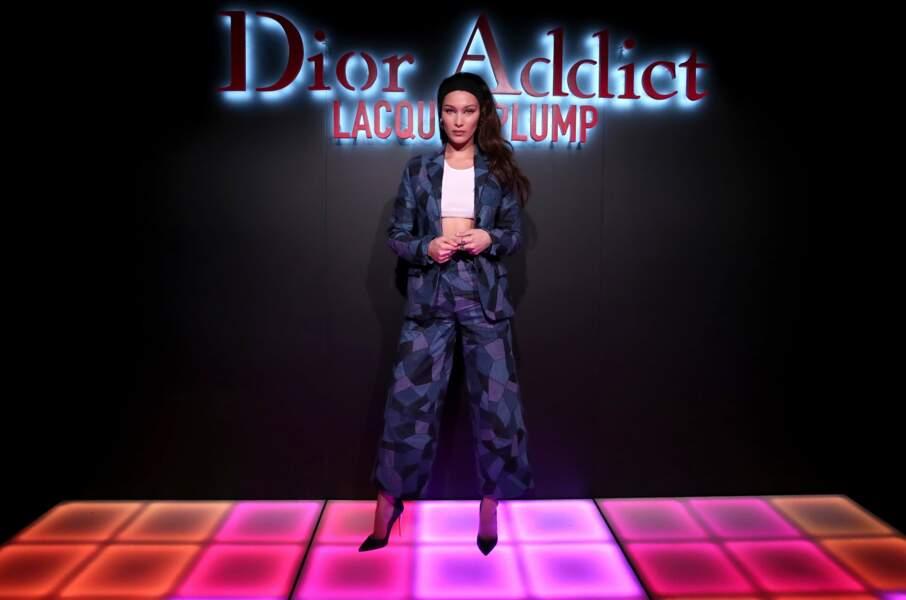Bella Hadid, l'égérie de Dior Addict Lacquer Plump pour une bouche glamour