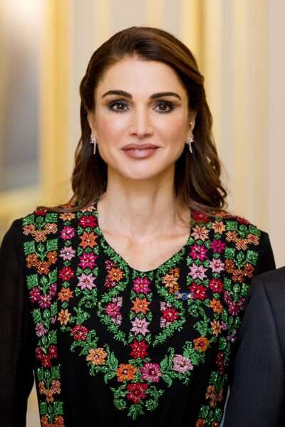 Rania de Jordanie, tellement belle avec ses bijoux d'oreilles