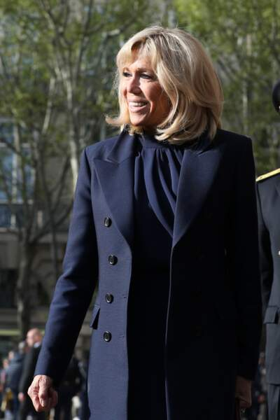 La première Dame Brigitte Macron porte pour la troisième fois sa robe Louis Vuitton le 7 avril 2019