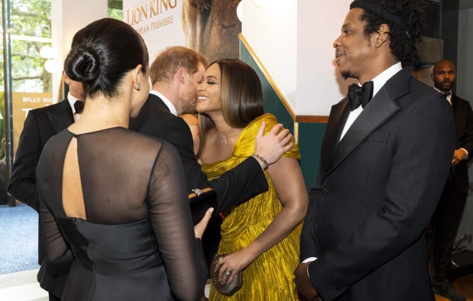 Meghan Markle et le prince Harry ont embrassé chaleureusement le couple américain