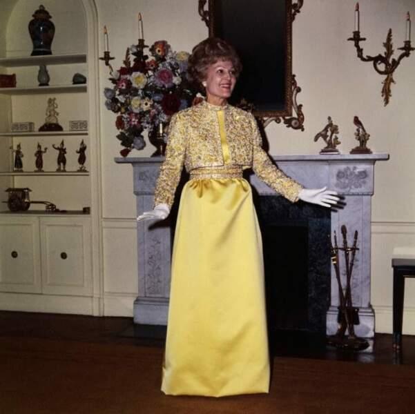 1969 : Pat Nixon dans une robe Harvey Berin rebrodée de cristaux Swarovski