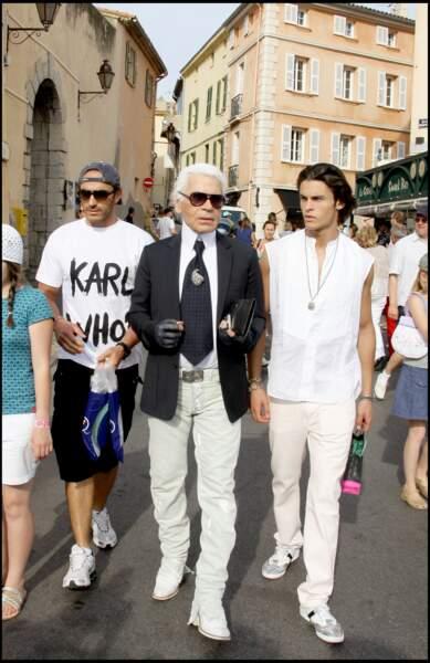 Baptiste Giabiconi et Karl Lagerfeld se promènent sur le port de Saint-Tropez en 2009