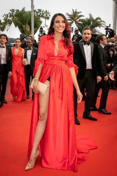 Delphine Wespiser s'est laissée avoir par la fente de sa robe sur le tapis rouge, le 18 mai 2019