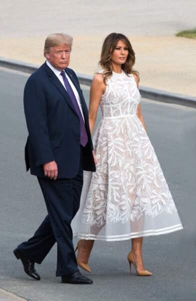 Melania Trump dans une sublime robe blanche Elie Saab, arrive au dîner du sommet de l'OTAN le 11 juillet 2018