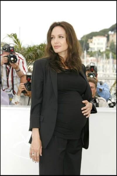 Angelina Jolie enceinte de 7 mois de ses jumeaux