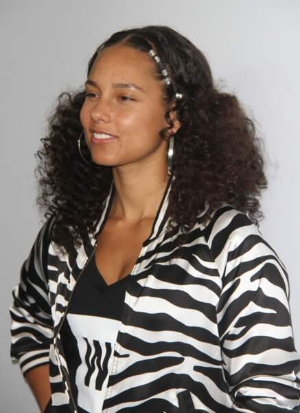 Les demi-longueurs frisées d'Alicia Keys