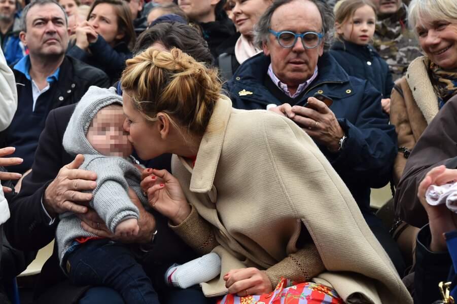 Laura Tenoudji embrasse sa fille
