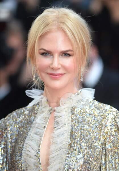Nicole Kidman, chignon lâche et mèches volantes