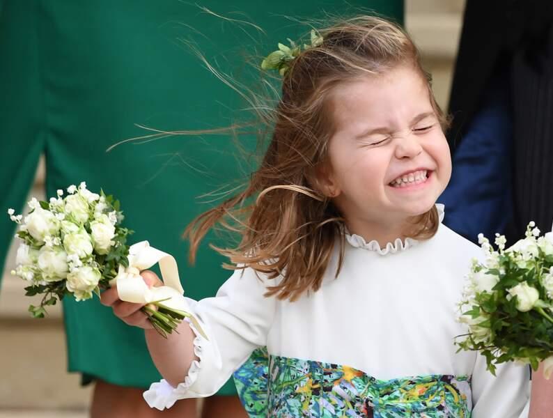 La princesse Charlotte portant un bouquet de rose, lors du mariage d'Eugenie d'York, le 12 octobre 2018