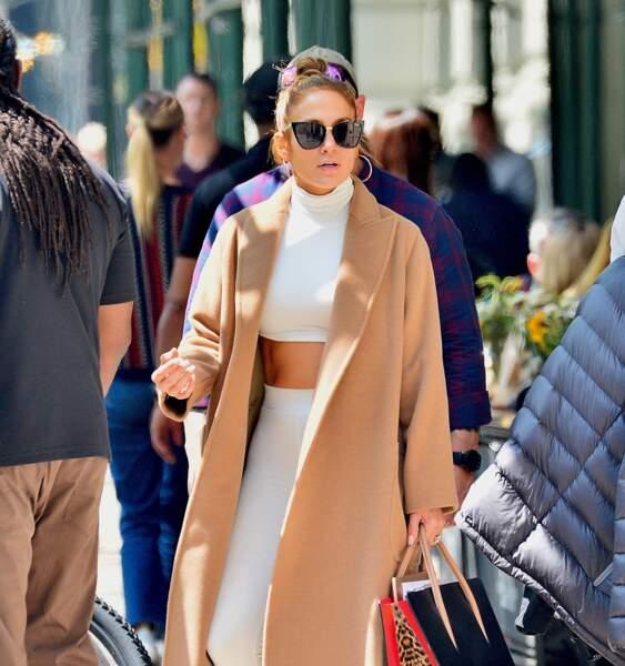 Jennifer Lopez stylée et ventre plat  le 2 mai 2019.