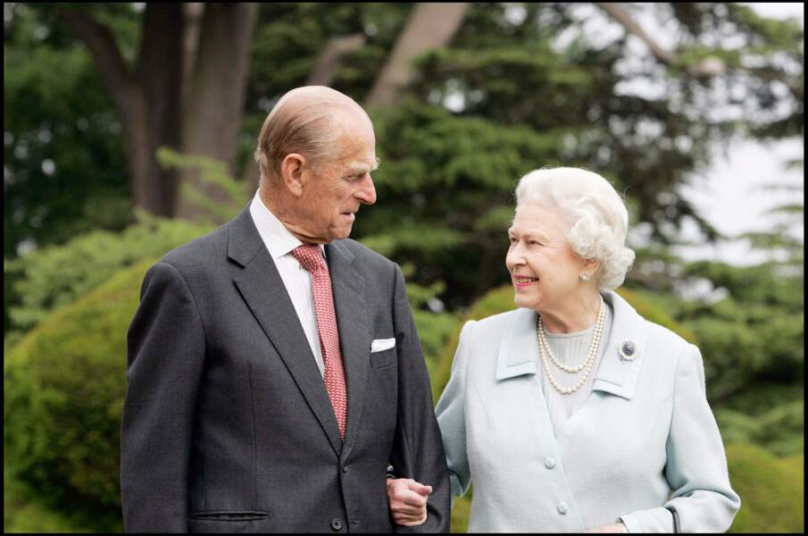 La reine Elisabeth II au bras de son époux le Duc d'Edimbourg, célèbrent leurs noces de diamant en 2007