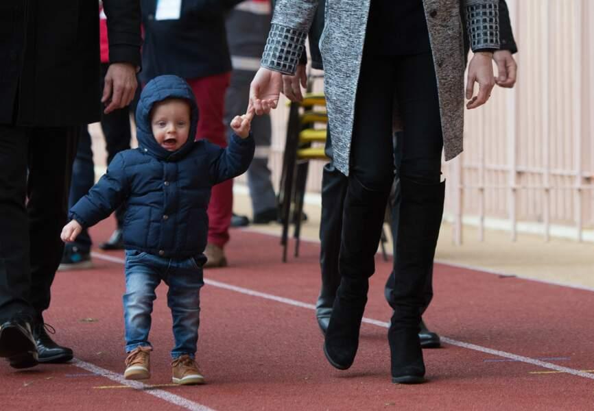 Agé d'un an, le frère jumeau de Gabriella a fait ses premiers pas assurés en public
