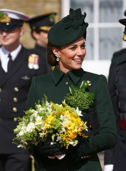 A l'occasion de la St Patrick, Kate Middleton arbore un superbe manteau vert signé Alexander McQueen.