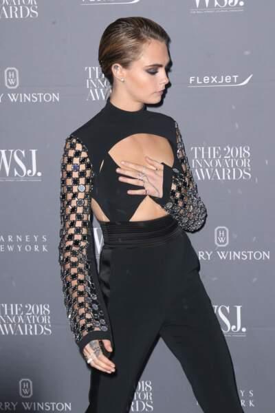 Cara Delevingne ultra sexy dans un costume sexy signé David Koma