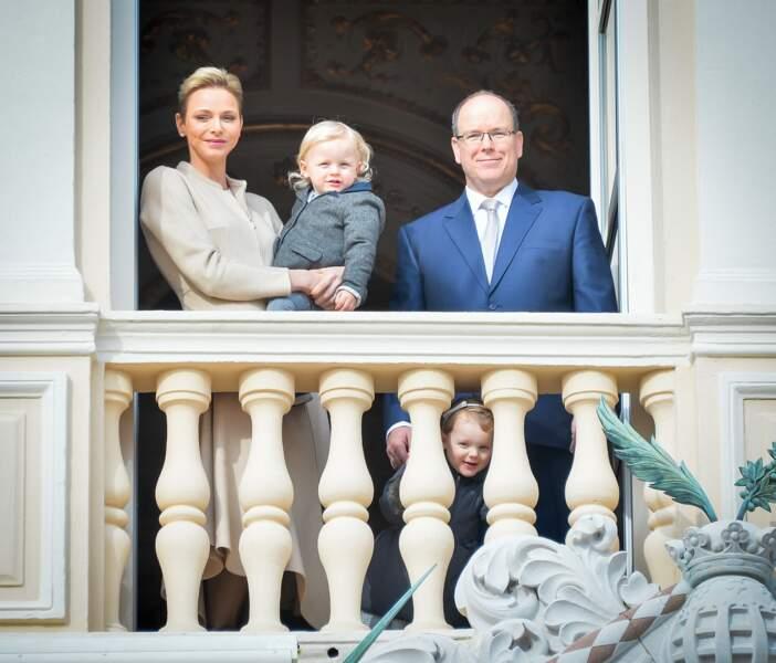 Charlène, Jacques, Albert et Gabriella, au balcon du palais princier, le 27 janvier 2017 à Monaco