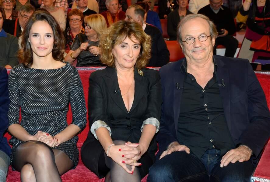 Josiane Stoléru entourée de sa fille Émilie et de son mari, Patrick Chesnais durant l'enregistrement de l'émission