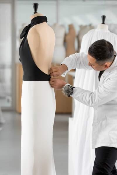 Plus de 250 heures de couture ont été nécessaires à la réalisation de la robe Dior de Charlize Theron.