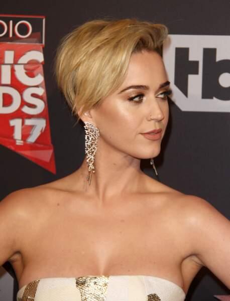 La coupe courte asymétrique (Katy Perry)