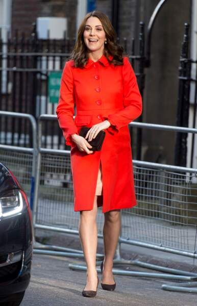 Kate Middleton en manteau mandarine Boden, au Great Ormond Street Hospital à Londres, le 17 janvier 2018