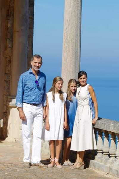 Les princesses Leonor et Sofia étaient toutes les deux assorties à Letizia et Felipe d'Espagne
