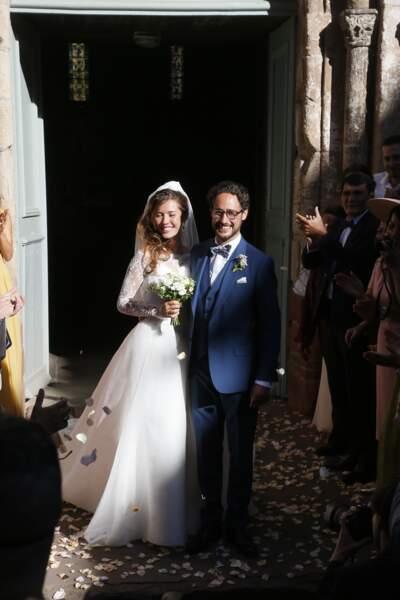 Les jeunes mariés à la sortie de l'église de Meyssac.