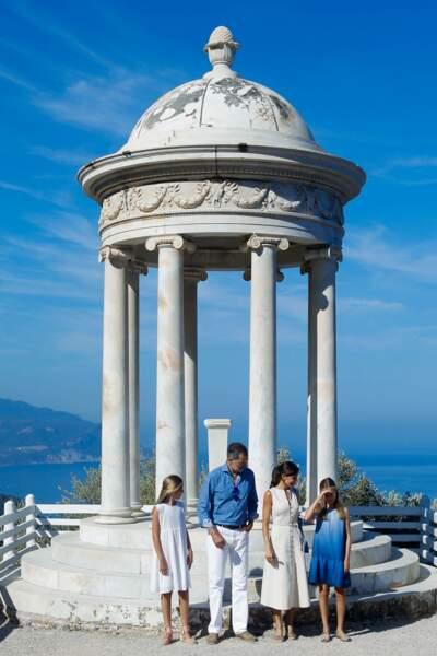 Letizia et Felipe d'Espagne arboraient chacun un look élégant et estival