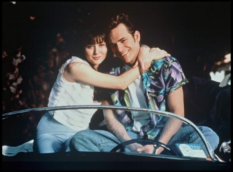 """Shannen Doherty et Luke Perry dans la série """"Beverly Hills"""" en 1990"""