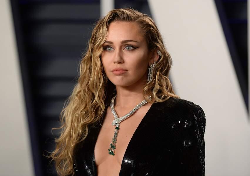 Une coupe longue bouclée comme Miley Cyrus