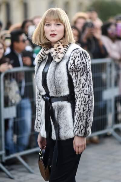 1ère sortie pour la jeune maman Léa Seydouc avec une frange et les cheveux courts chez Vuitton