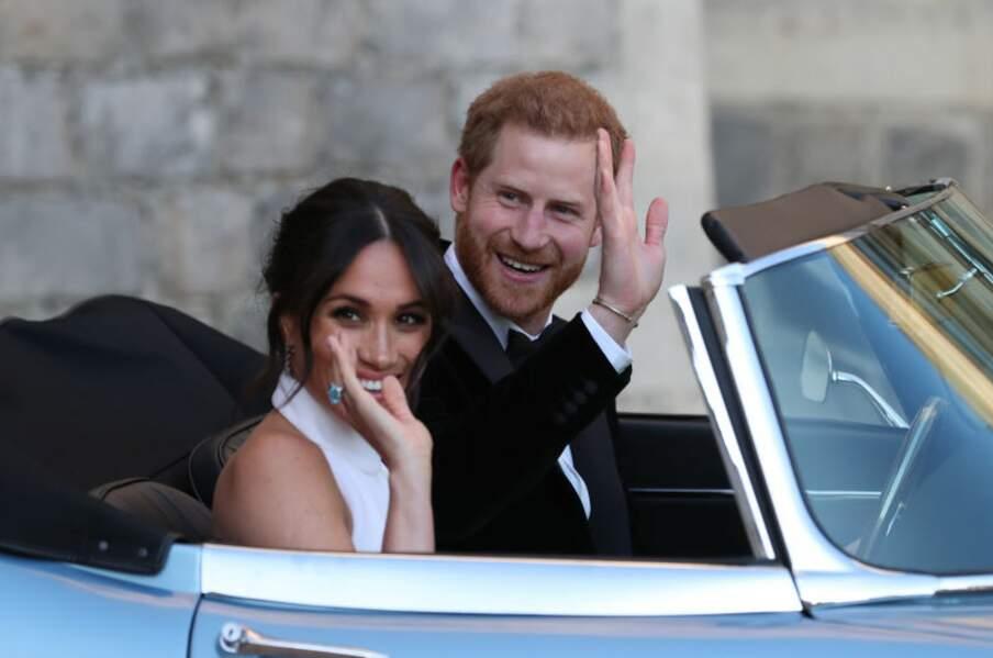 Meghan Markle et le prince Harry saluent la foule