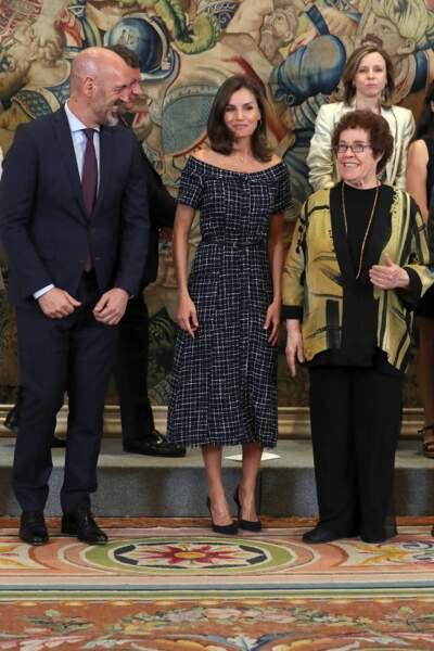 Letizia d'Espagne portait une robe en tweed à manches courtes et au col bateau