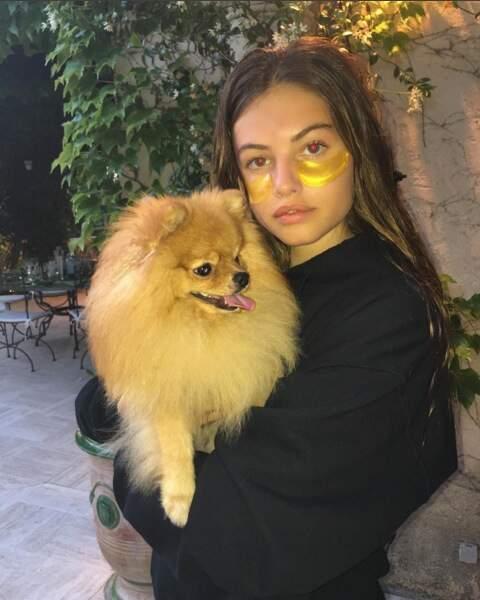 Thylane Blondeau, adieu les cernes et moment câlins avec son chien