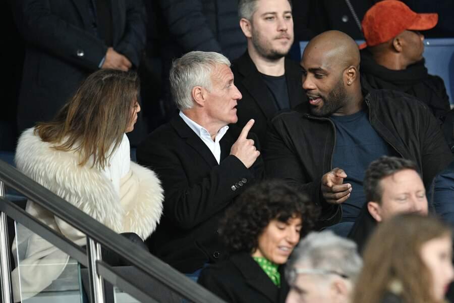 Claude et Didier Deschamps, assis aux côtés du judoka Teddy Riner