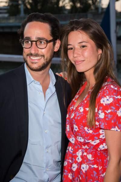 Emilie Broussouloux radieuse avec son compagnon et futur mari