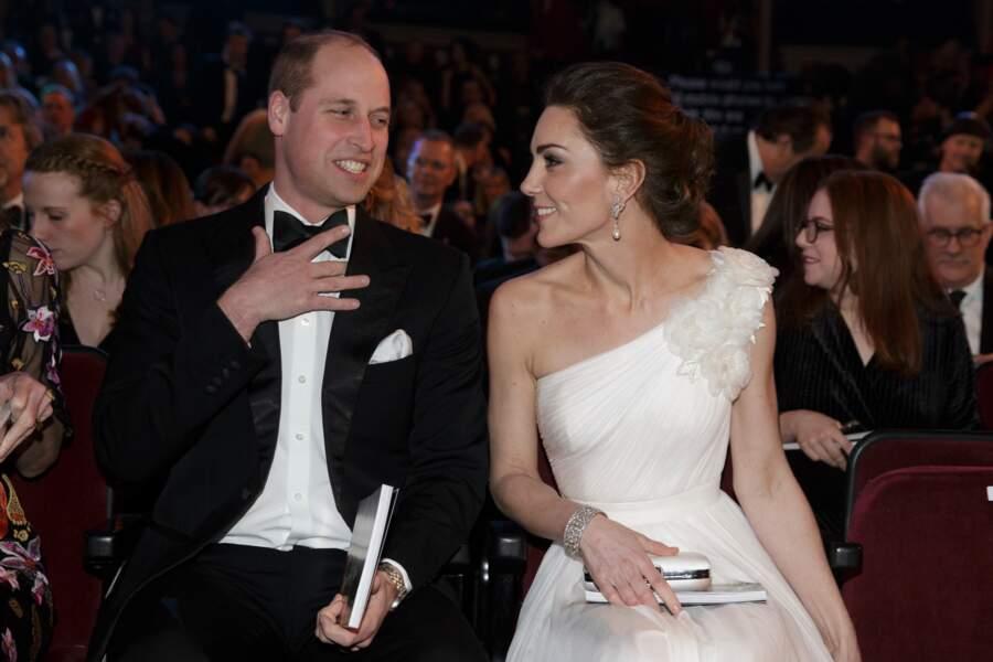 Le prince William et Kate Middleton prennent place au Royal Albert Hall pour assister à la cérémonie des BAFTA.