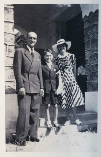 Jacques Chirac et ses parents en 1944