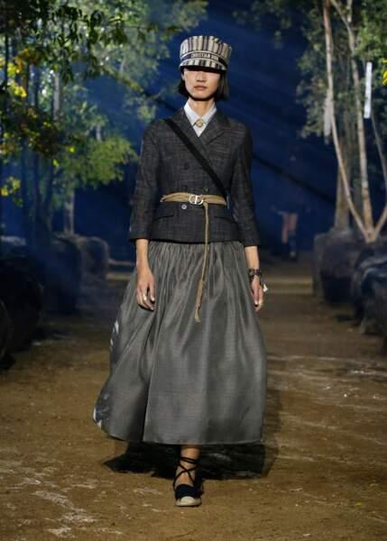 TENDANCE TAILORING : Dior réinvente la veste historique pour des looks modernes.