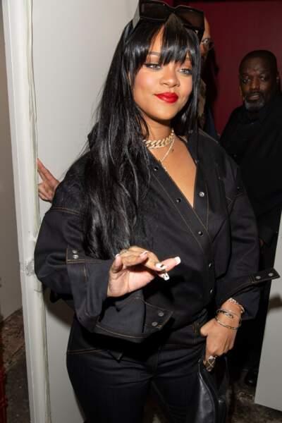 Rihanna radieuse craque pour la frange