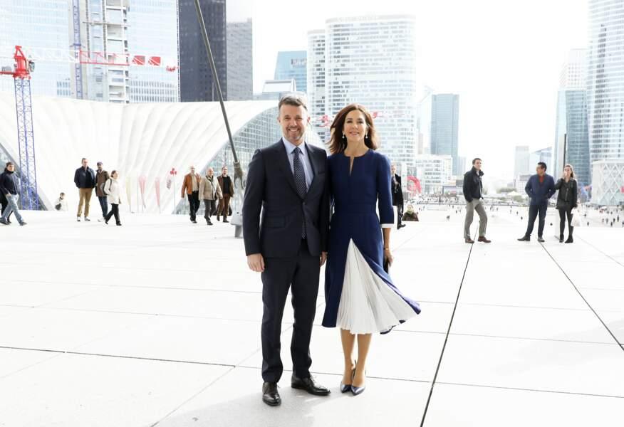 Le prince Frederik de Danemark et sa femme, la princesse Mary, très chic en jupe midi