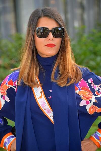 Grosse attitude de la part de Karine Ferri, son rouge à lèvre flamboyant et ses verres opaques