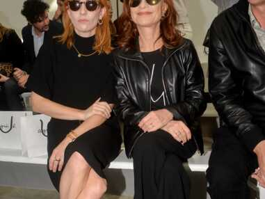 PHOTOS - Isabelle Huppert et sa fille Lolita Chammah, deux sosies à la Fashion Week