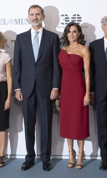 """Le roi Felipe VI et la reine Letizia assistent au 30e anniversaire du quotidien """"El Mundo"""" à Madrid le 1er octobre"""