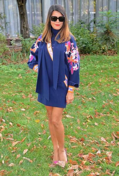 Mini-robe et talons haut, Karine Ferri profite de s'aérer avant que le froid ne s'installe