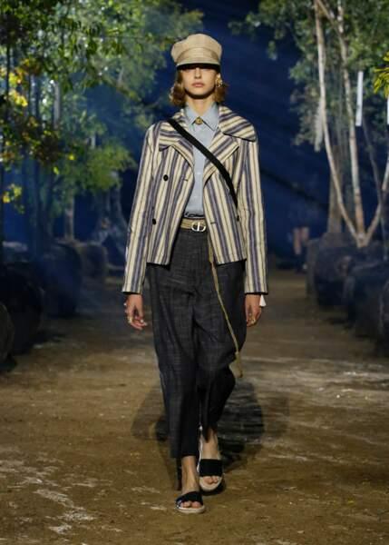 Des looks plus classiques ont aussi défilé au sein de la collection estivale Dior 2020.