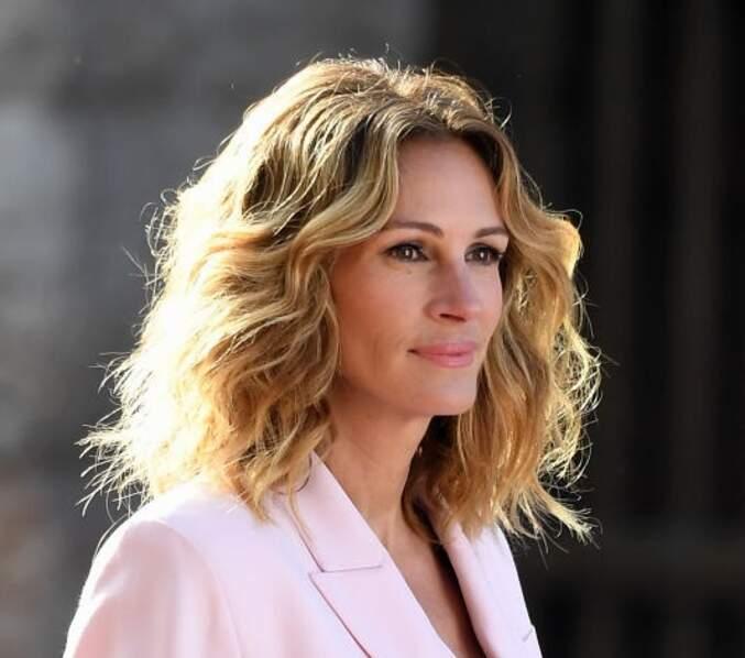 Un blond foncé aux reflets vénitiens pour Julia Roberts