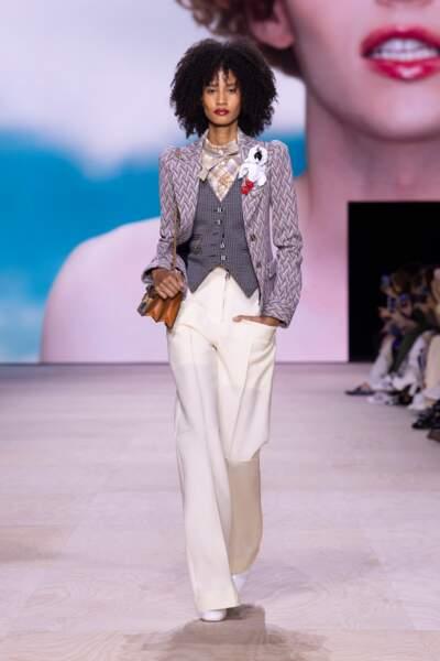 Louis Vuitton offre une nouvelle vie au costume trois pièces pour l'été prochain.