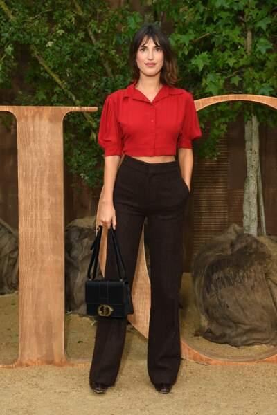 Jeanne Damas opte pour le rouge et le noir pour le défilé Dior.