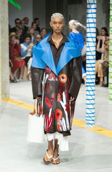Marni imagine une veste comme un tableau, aux volumes XXL.
